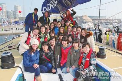 青岛大学,工作人员,大不列颠,帆船运动,实验小学 青岛学生们登上克利伯大帆船与船员一起感受帆船的魅力,船员们手把手传授升帆技巧。 6.png