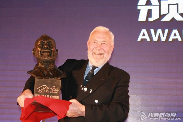 生日礼物,颁奖仪式,创始人,青岛 克利伯环球帆船赛青岛站颁奖仪式在青岛举行 创始人罗宾爵士收获神秘生日礼物 eca86bd73dea148e7e1509.jpg