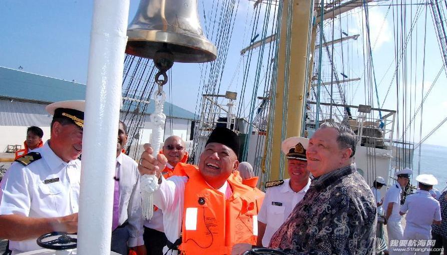 """文莱摩拉港码头,新加坡 俄罗斯帆船""""帕拉达""""号抵达文莱摩拉港码头,将向文莱海运学院的学生提供实验课程。 8.png"""