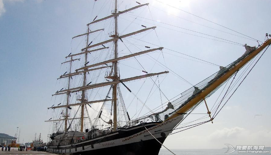 """文莱摩拉港码头,新加坡 俄罗斯帆船""""帕拉达""""号抵达文莱摩拉港码头,将向文莱海运学院的学生提供实验课程。 9.png"""