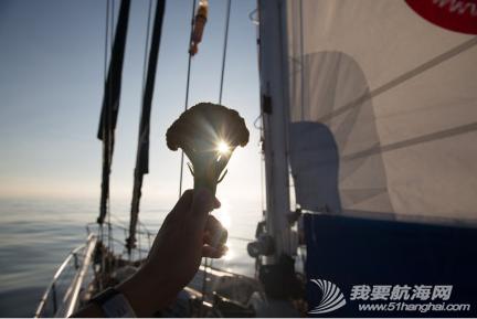 """2014年""""彩虹勇士号""""已深入太平洋,航海家庭会一路回馈支持他们的朋友。 2.png"""