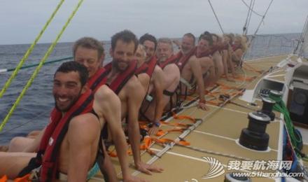 """克利伯帆船赛,瑞士号,拍裸照 克利伯帆船赛瑞士号船员们以""""拍裸照""""的方式进行公益活动救助需要帮助的人。 1.png"""