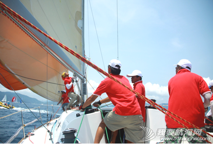 司南杯帆船赛,海南陆客号 参加司南杯帆船赛,陆客帆船实现了品牌和竞赛的双赢。 5.png