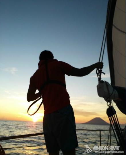 澳大利亚,太平洋,度假村,英文,启航 清早启航,海水叶轮损坏,各种坏,疲惫不堪的3口人扬帆告别陆地。 3.png