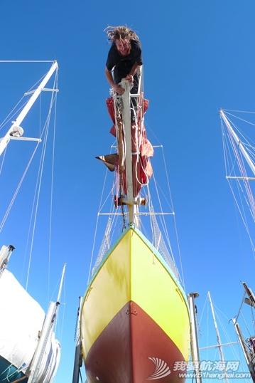 那对驾水泥帆船的欧洲情侣:黄色的船,红色的帆  生死与共的两个人。 5.png