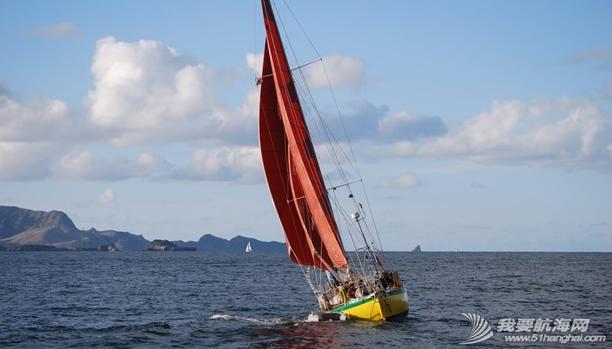 那对驾水泥帆船的欧洲情侣:黄色的船,红色的帆  生死与共的两个人。 11.png