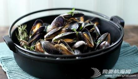 美食系列一:法国的白葡淡菜 Moules Marinières。---《大西洋航游760天》 10.png