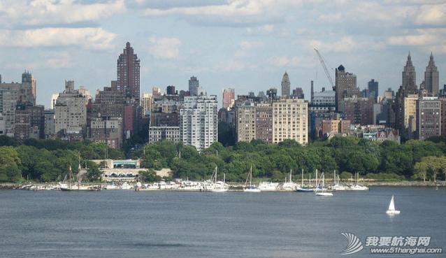 """工作人员,曼哈顿,Battery,地铁站,美国 2006年8月31日,""""同道者""""光临曼哈顿79街游艇会。---《大西洋航游760天》 25.png"""