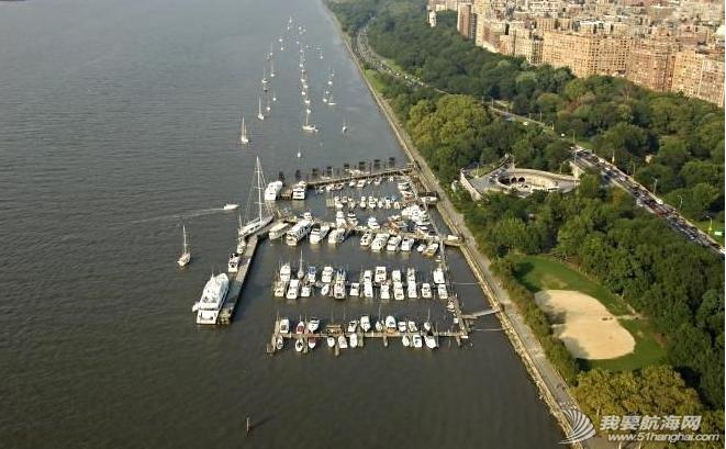 """工作人员,曼哈顿,Battery,地铁站,美国 2006年8月31日,""""同道者""""光临曼哈顿79街游艇会。---《大西洋航游760天》 26.png"""