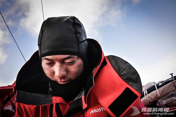 中国船员,东风队船长,大西洋,大自然,实战训练 东风号几乎撞上了一条鲸鱼,遭遇了东风队实战训练以来最危险的时刻。 23.png