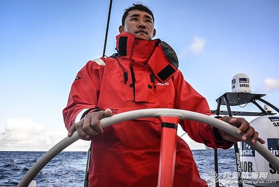 中国船员,东风队船长,大西洋,大自然,实战训练 东风号几乎撞上了一条鲸鱼,遭遇了东风队实战训练以来最危险的时刻。 24.png