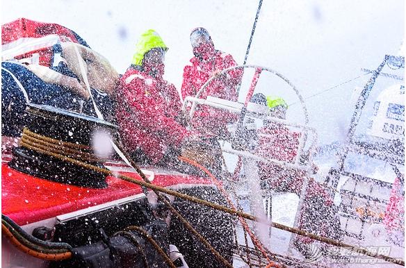 中国船员,东风队船长,大西洋,大自然,实战训练 东风号几乎撞上了一条鲸鱼,遭遇了东风队实战训练以来最危险的时刻。 26.png
