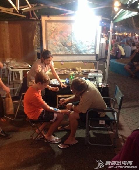 人民币,达尔文,当地人,小饰品,中国 2014年6月5日,达尔文夜市,在澳洲练摊。 21.png