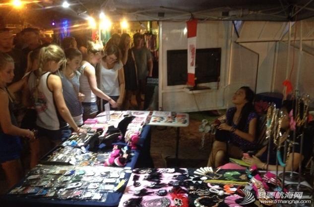 人民币,达尔文,当地人,小饰品,中国 2014年6月5日,达尔文夜市,在澳洲练摊。 23.png