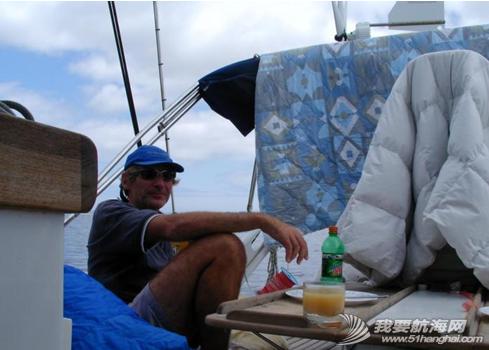 北大西洋,马达,扬帆航行 马达开了大半天,终于有点儿小风了,继续扬帆航行。---《大西洋航游760天》 21.png