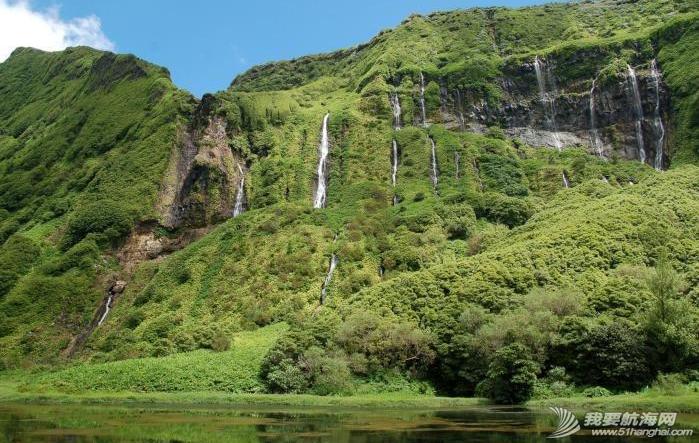 庐山瀑布,大西洋,葡萄牙,飞机场,旅游业 六月份是福罗斯最美的季节,漫山遍野的蓝绣球绽放得正艳。---《大西洋航游760天》 10.png
