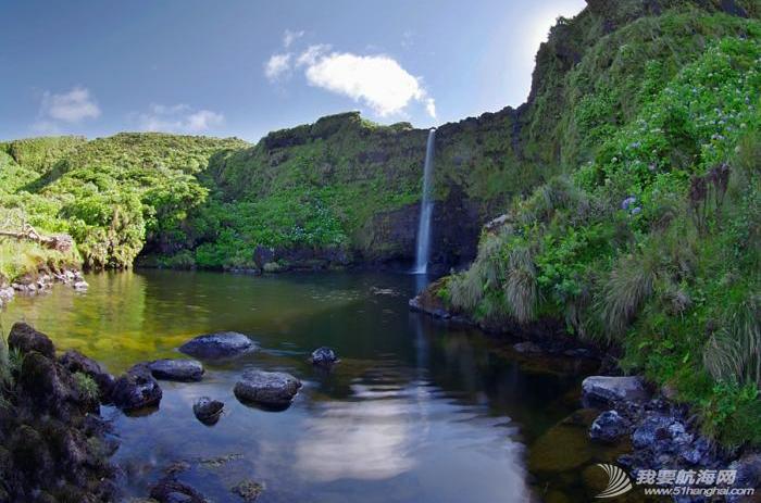 庐山瀑布,大西洋,葡萄牙,飞机场,旅游业 六月份是福罗斯最美的季节,漫山遍野的蓝绣球绽放得正艳。---《大西洋航游760天》 11.png