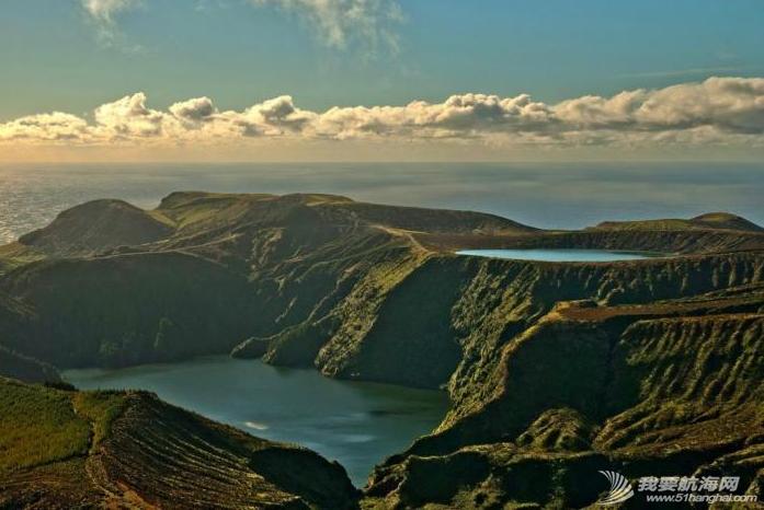庐山瀑布,大西洋,葡萄牙,飞机场,旅游业 六月份是福罗斯最美的季节,漫山遍野的蓝绣球绽放得正艳。---《大西洋航游760天》 13.png