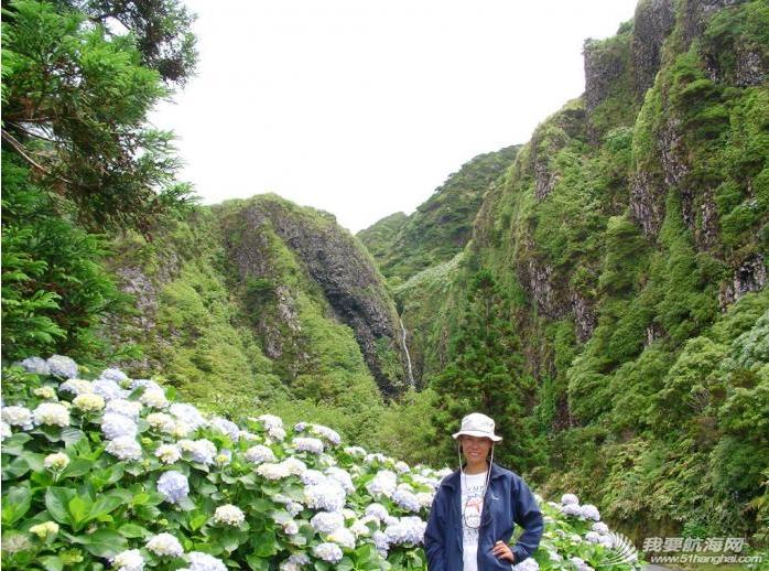 庐山瀑布,大西洋,葡萄牙,飞机场,旅游业 六月份是福罗斯最美的季节,漫山遍野的蓝绣球绽放得正艳。---《大西洋航游760天》 18.png
