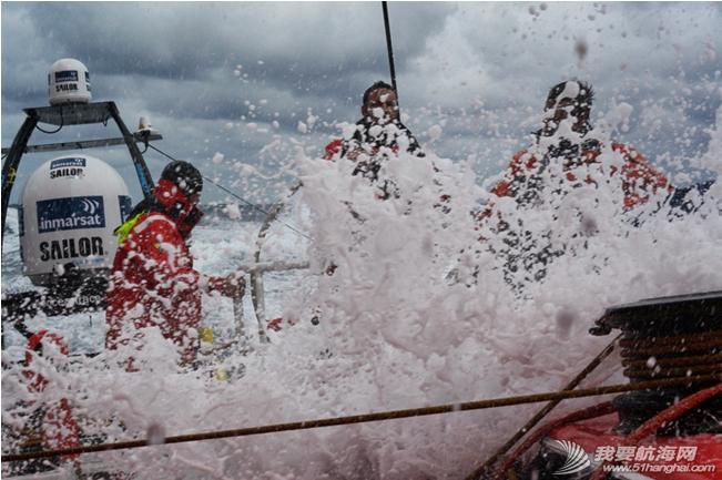 沃尔沃,北大西洋,候选人,普通人,过山车 东风队随船记者候选人蓝一伦曾质疑帆船到底是用来比赛的,还是用来折磨人的。 8.png