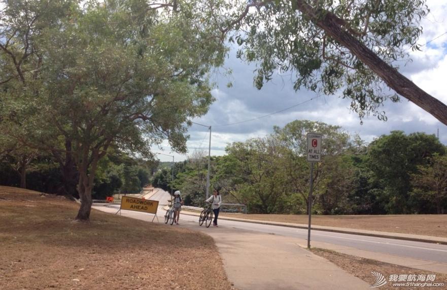 自行车,达尔文,公交车,卫生间,饮水机 滑板,2辆自行车,3口人环游达尔文。 10.png