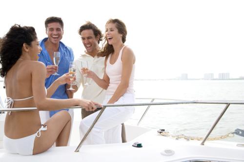 大海 2014-06-19这样的游艇生活,你会喜欢吗? 20140613030509278.jpg