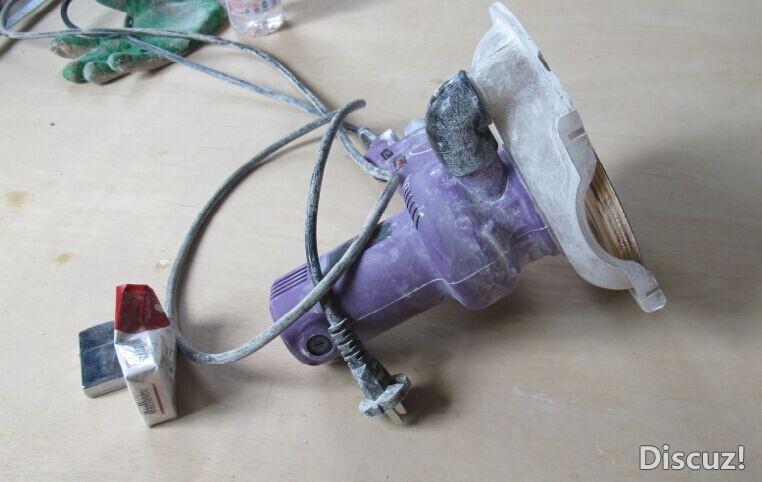 抛光机 买来的抛光机抛光还可以打磨不行.自己做了一个硬盘从使用效果看,相当于砂带机. 5.jpg