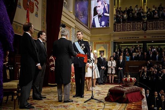 西班牙,巴塞罗那,当地时间,帆船运动,马德里 西班牙新国王费利佩:来自王室的帆船运动员 2014620185739709.jpg