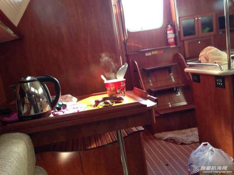 上船吃碗热面,我的幸福就是泡面精神。 141047w1rnqznqknusuns6.jpg