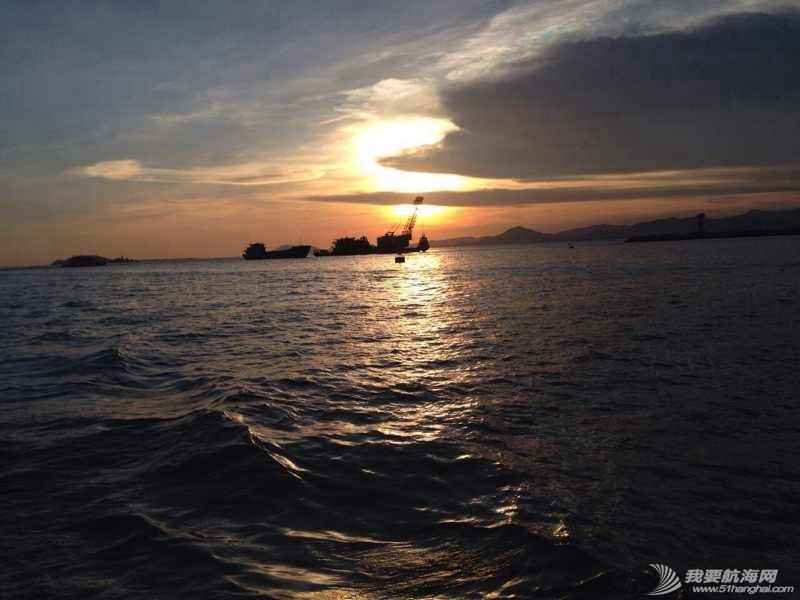 上船吃碗热面,我的幸福就是泡面精神。 141048ryg33pgy9hwp99cc.jpg