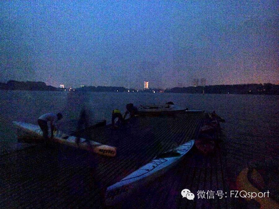 人到中年,皮划艇,朋友 【风之曲皮划艇】夜划玄武 0.jpg