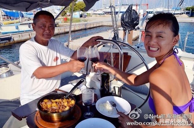 地中海,发动机,好运,礼物,希腊 今天我们也带着小家跳入地中海了,新船入水传统开香槟淋在船上寄好运. 17.png