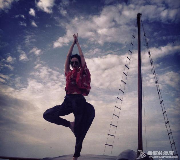 王菲带着李嫣泰国度假晒出一组母女俩扬帆出海的图,十分惬意。 5.png