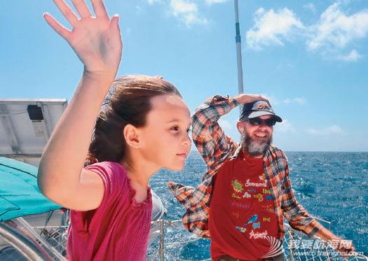 航游世界 台湾一对夫妻带着年幼女儿,8年来都住在帆船上,驾船航游世界。 18.png
