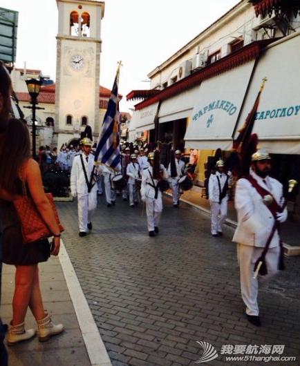 步行街,咖啡厅,希腊,中心,风格 希腊很多岛除了收费的游艇码头,每个地区政府也开放很多免费停靠位在中心步行街位置。 10.png