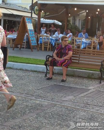 步行街,咖啡厅,希腊,中心,风格 希腊很多岛除了收费的游艇码头,每个地区政府也开放很多免费停靠位在中心步行街位置。 12.png
