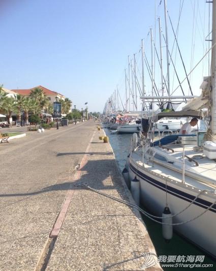 步行街,咖啡厅,希腊,中心,风格 希腊很多岛除了收费的游艇码头,每个地区政府也开放很多免费停靠位在中心步行街位置。 13.png