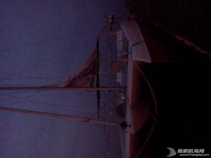 烟台大学海边惊现日照海风帆艇制造有限公司的双体帆船 091709effvqojh9o82249n.jpg