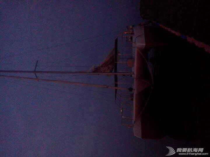 烟台大学海边惊现日照海风帆艇制造有限公司的双体帆船 091710afovsih3qff7tt38.jpg