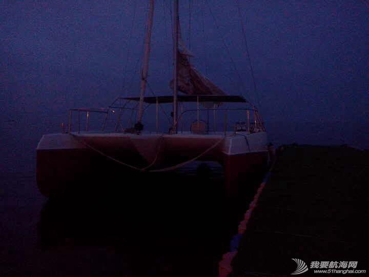 烟台大学海边惊现日照海风帆艇制造有限公司的双体帆船 091711xz2uuxo5uwtyo2ww.jpg
