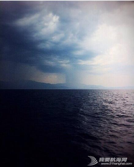 暴风雨 船上的第一次暴风雨给我们留下了这样的美景,让我们不再畏惧他。 1.png