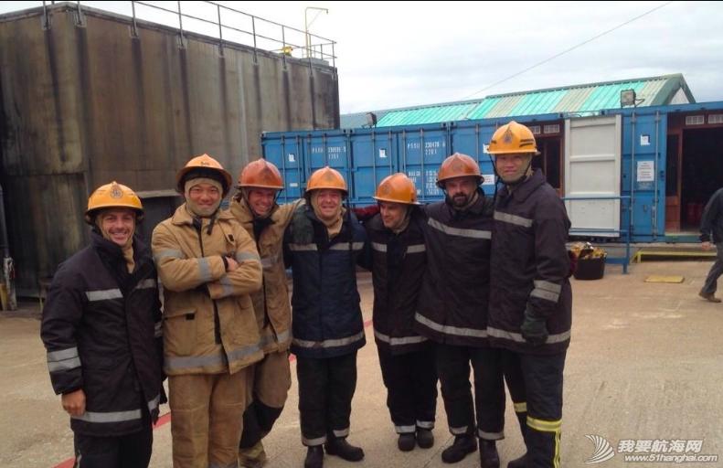 东风队队员,消防员 海上安全及求生课程第二天,东风队队员一秒变身消防员 13.png