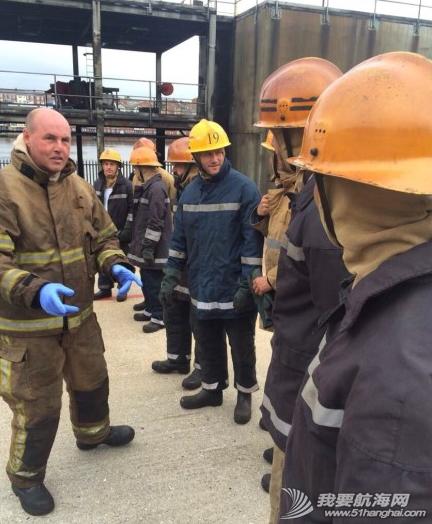 海上生存,求生课程 东风队的小伙子们结束了在英国纽卡斯尔两天紧张的海上生存及求生课程。 4.png