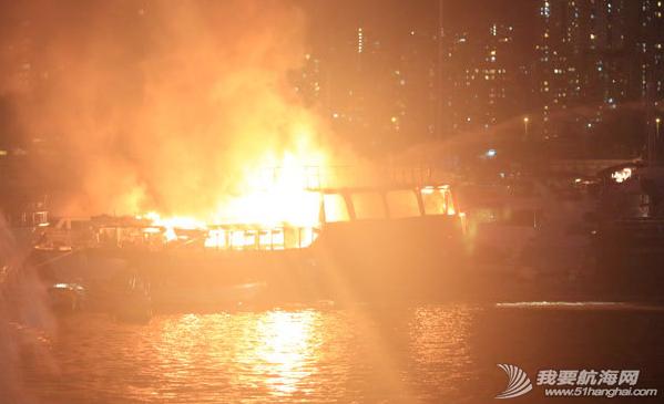 消防员,香港仔,消防船,电线 昨晚,香港仔深湾游艇会附近布厂湾,一艘中式游艇及一艘西式游艇烧毁. 4.png
