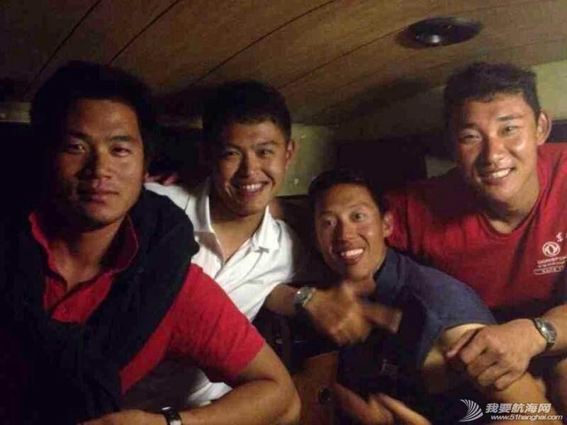 东风队员在李铁娃的船上 084618gn53oobypqz59gyg.jpg