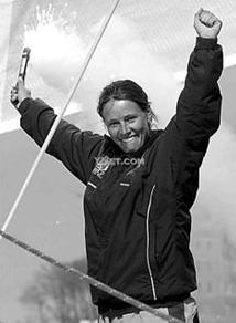 """萨尔瓦多,新西兰,理查兹,运动员,罗得岛 英国女航海运动员埃玛.理查兹驾驶""""品达""""号帆船顺利抵达美国罗得岛的纽波特湾. 6.png"""