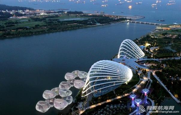 新加坡创意改造海滨区 海上建太阳能流动餐厅 4.png