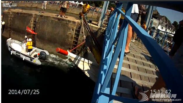 救生衣,帆船,记录,拍摄,影片 帆船航行经过桥底时需注意桅杆与桥的高度 12.png