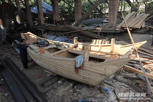 南台二号,游艇码头,香山 2013年11月4日 许路在香山游艇码头检查进水下沉的南台二号。--南台二号 3.jpg