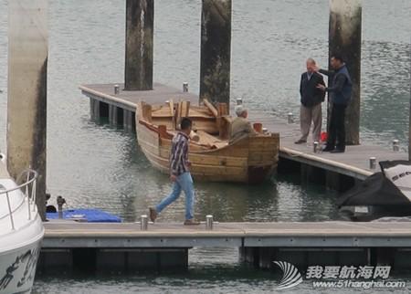 南台二号,游艇码头,香山 2013年11月4日 许路在香山游艇码头检查进水下沉的南台二号。--南台二号 6.jpg